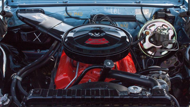 Chevrolet Malibu ...under huven